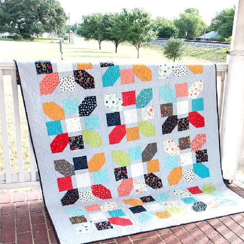 https://blog.fatquartershop.com/wp-content/uploads/2017/09/Jolly-Bar-Jazz-Quilt.jpg