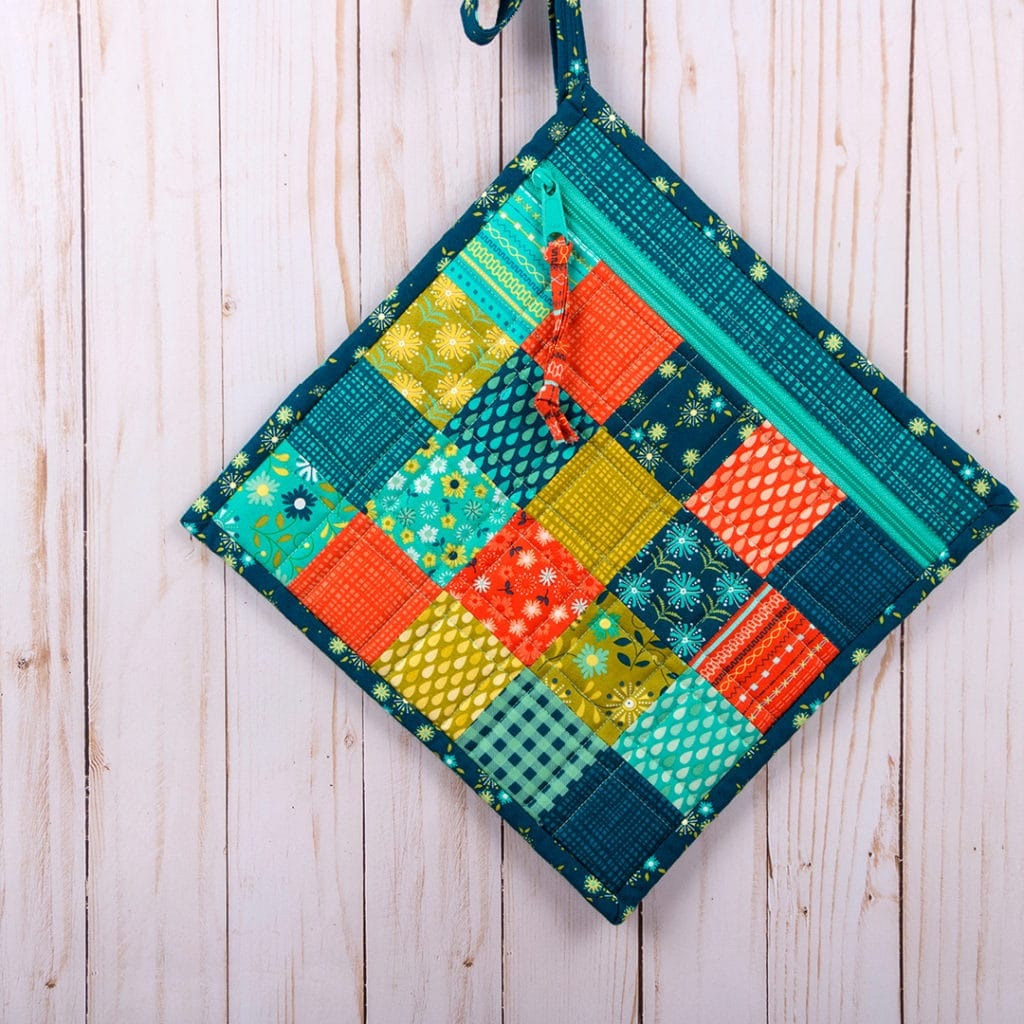 Simple Zipper Bag by Quilty Staffer Susan